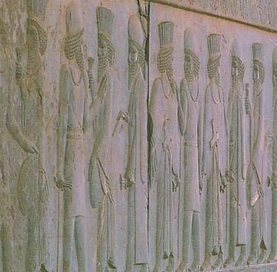 بزرگان پارسی و مادی در حال مهرورزی به یکدیگر، پارسه (تخت جمشید)