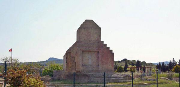 آرامگاه هخامنشی در منطقه فوچا در ازمیر ترکیه